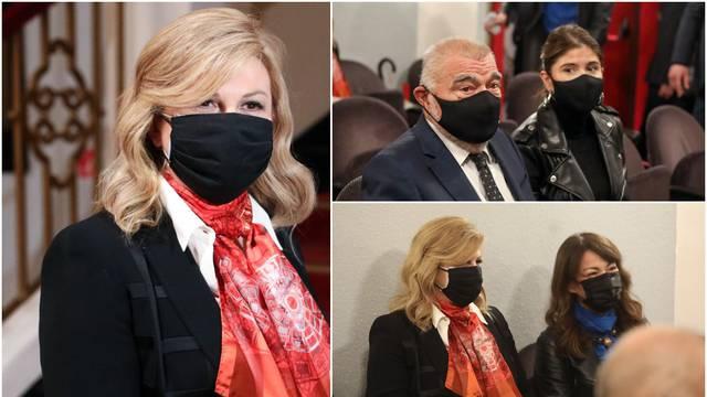 Kolinda i Stjepan Mesić gledali su  predstavu 'Predsjednici&ca': Oboje pozirali s crnim maskama