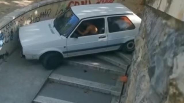 VIDEO: Golfom je u Splitu zapeo na stepenicama: 'Moš, brate...'