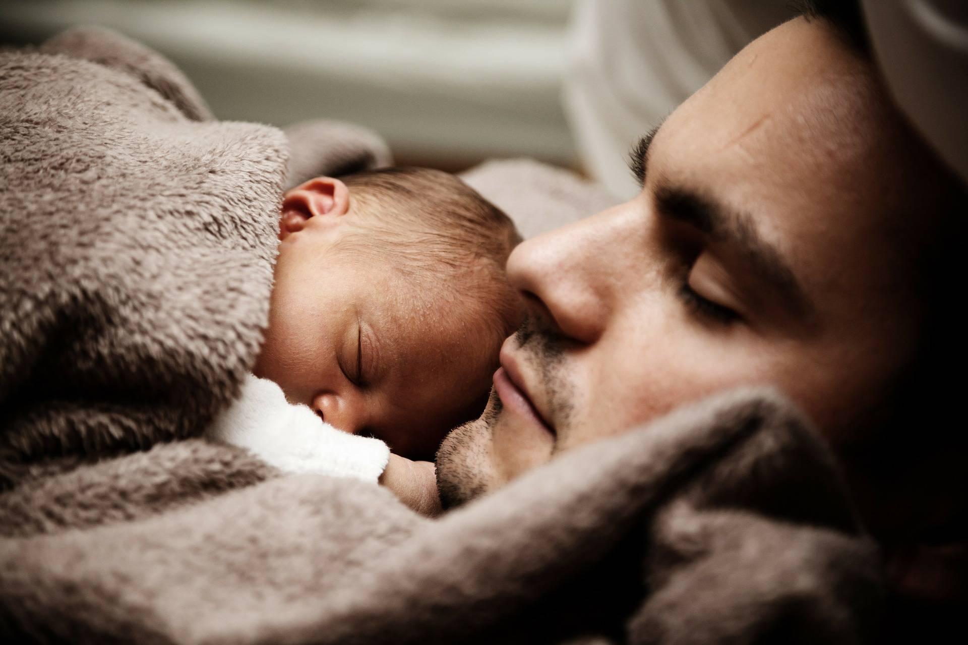 Nova direktiva EU: Očevi idu na porodiljni barem 10 dana