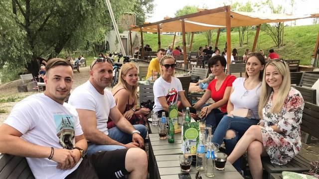 Druže se i nakon 'Braka': Nina i Valentina povele obitelj na piće