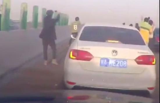 Vidjeli su NLO: Izbezumljeni su vozači blokirali cijelu autocestu