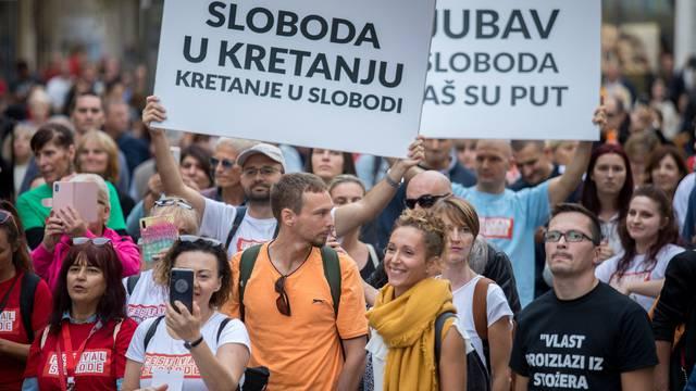 """Rijeka: Povorka """"Festival slobode"""" u znak neprihvaćanja mjera ograničavanja"""