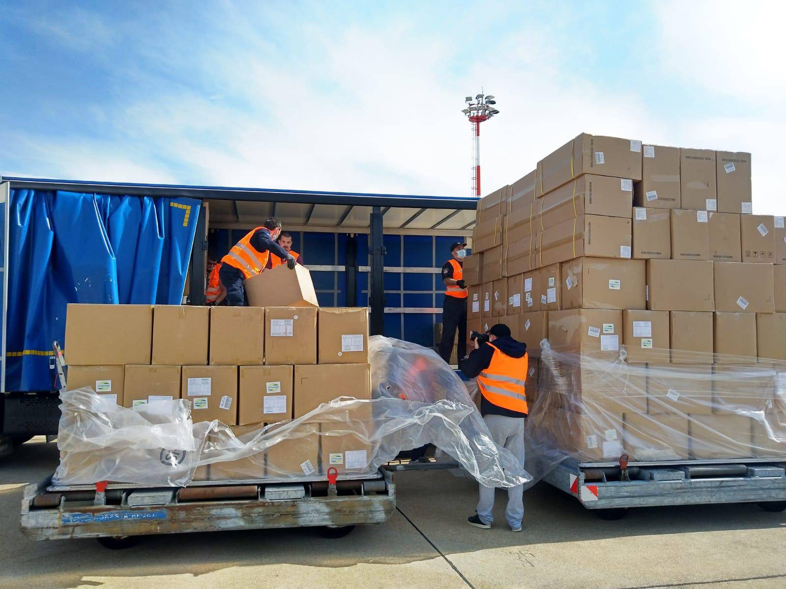 Sletio je još jedan zrakoplov iz Šangaja: Došlo 58 tona opreme