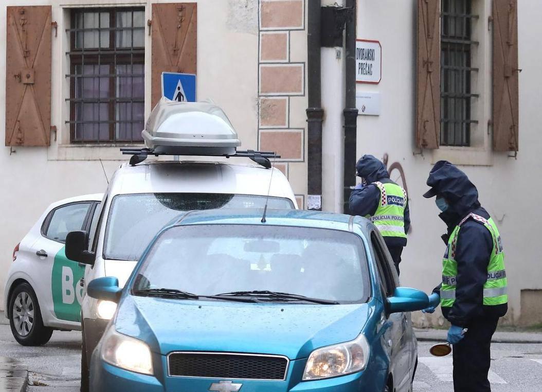 Zagreb: Policijska kontrola vozila pri ulasku na područje Markovog trgka