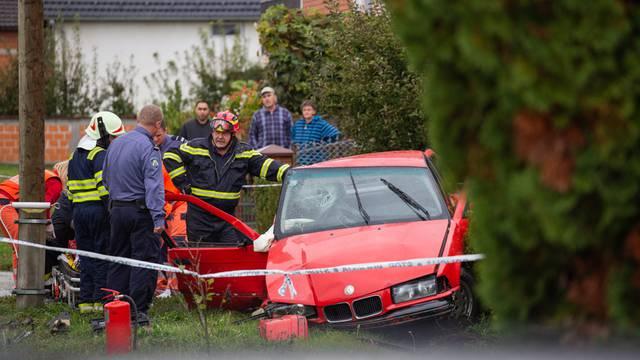 Vatrogasci izvlačili suvozačicu iz auta, prevezli su ju u bolnicu