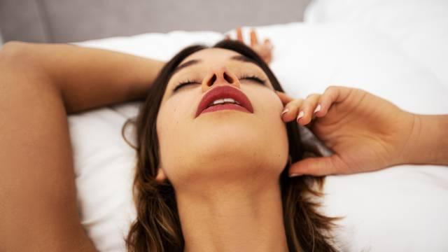 Kako lakše do vrhunca u seksu? Četiri jednostavna trika za žene