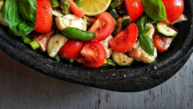 Lagani i šareni 'vege' obrok: Povrtna provansalska peka