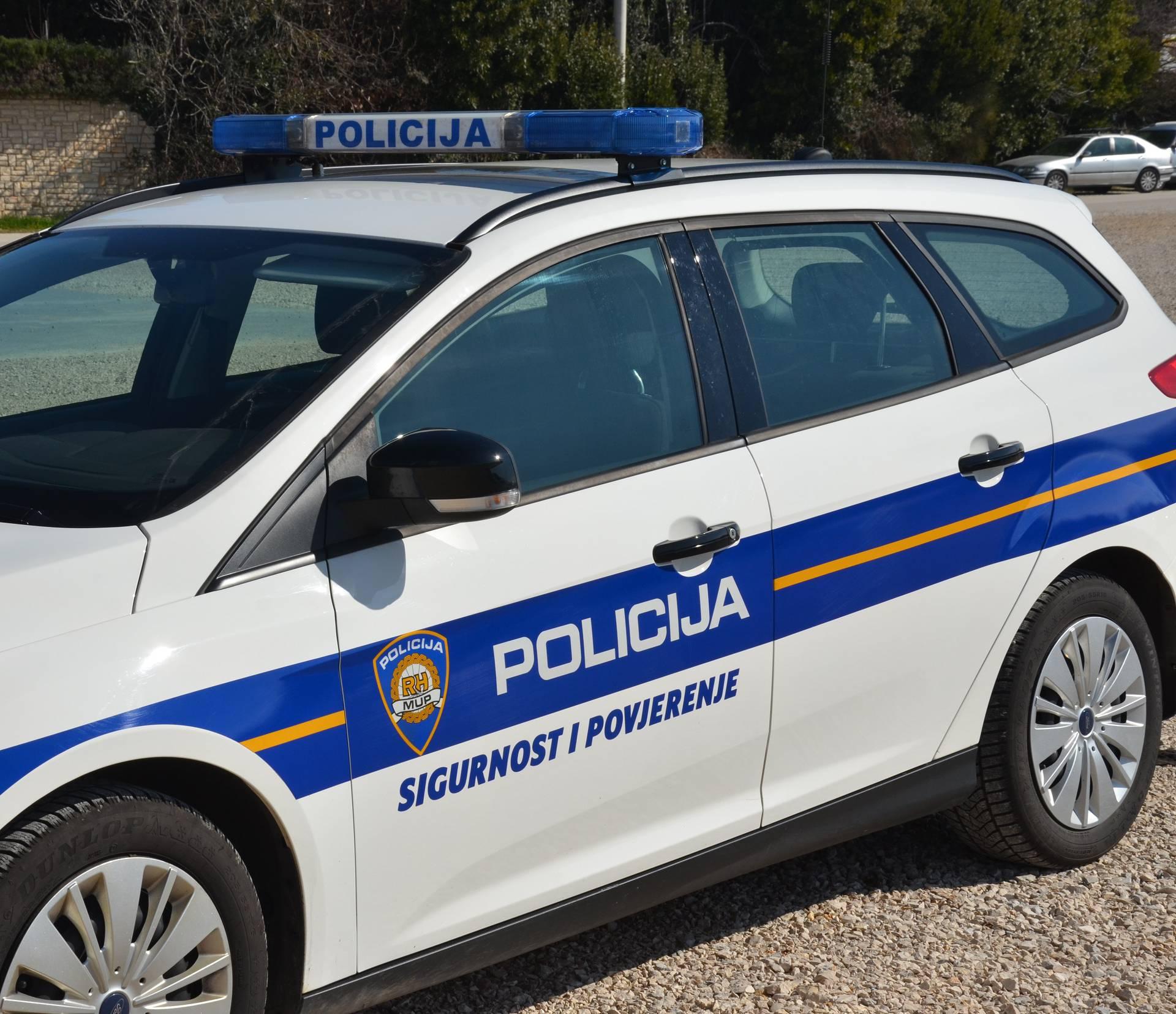 Autom je izletio s ceste kod Vodnjana, vozač (57) kritično