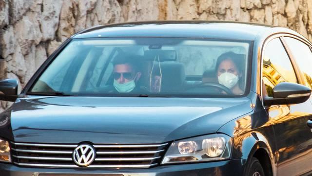 Kako se sigurno voziti u autu u doba korone - maske slabo štite