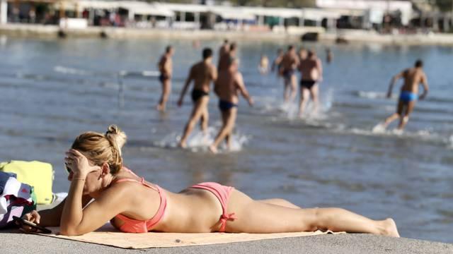 Početak studenog namamio kupače na splitsku plažu Bačvice