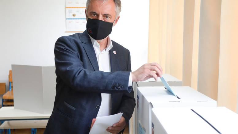 Miroslav Škoro je izašao glasati: 'Želim veće gužve na izborima nego na granicama'