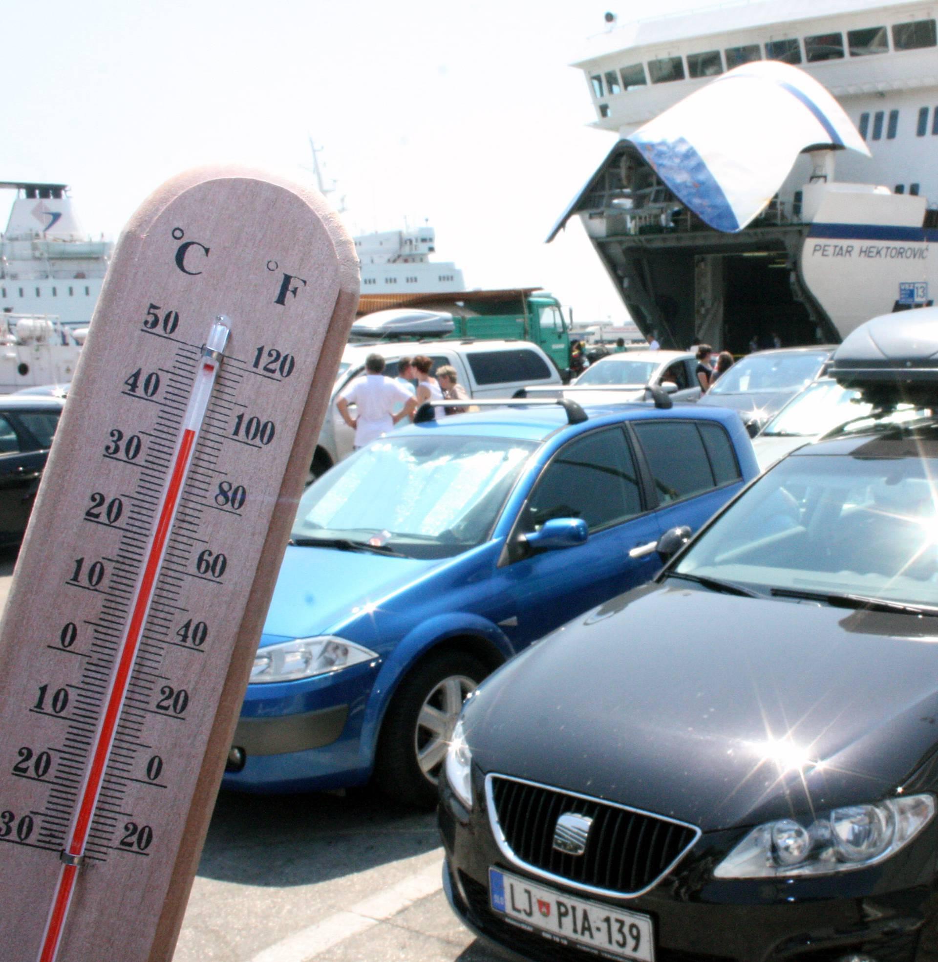 U parkiranom autu u Zagrebu su izmjerili 81 stupanj Celzija