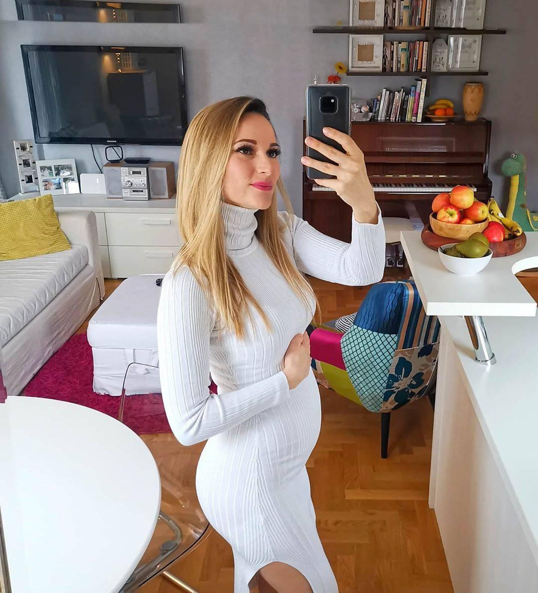 Pamela Ramljak rodila je drugo dijete, stigla djevojčica Maria