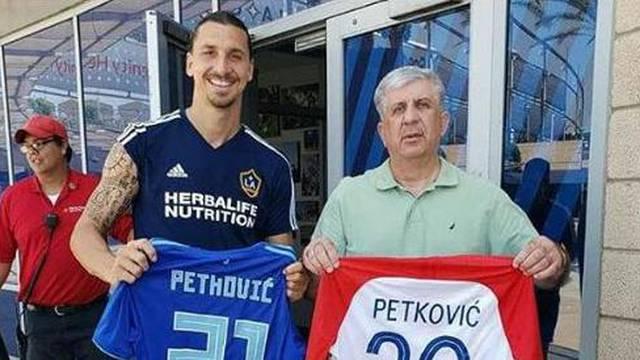 Uh, da je on barem 'plavi': Ibra se slikao s Dinamovim dresom