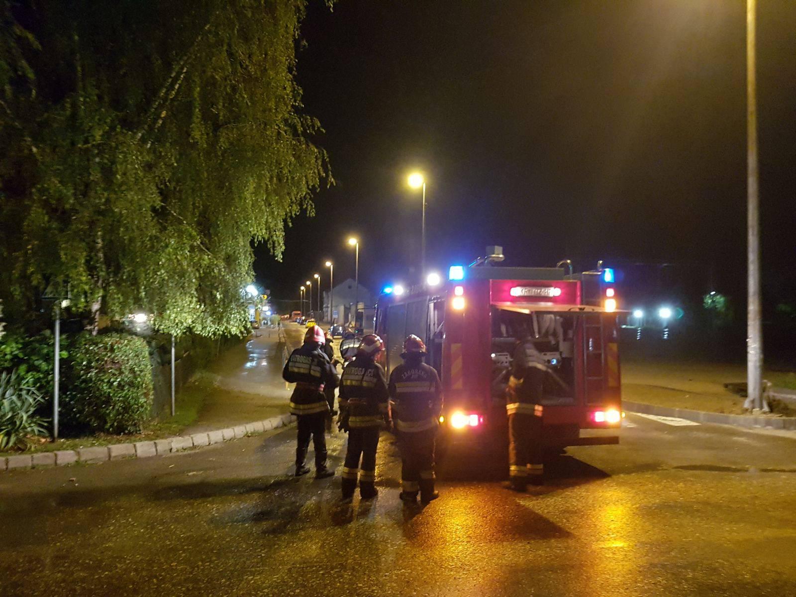Nevrijeme pogodilo Zabok: Vatrogasci ispumpavali vodu u zgradama, uklanjali stabla