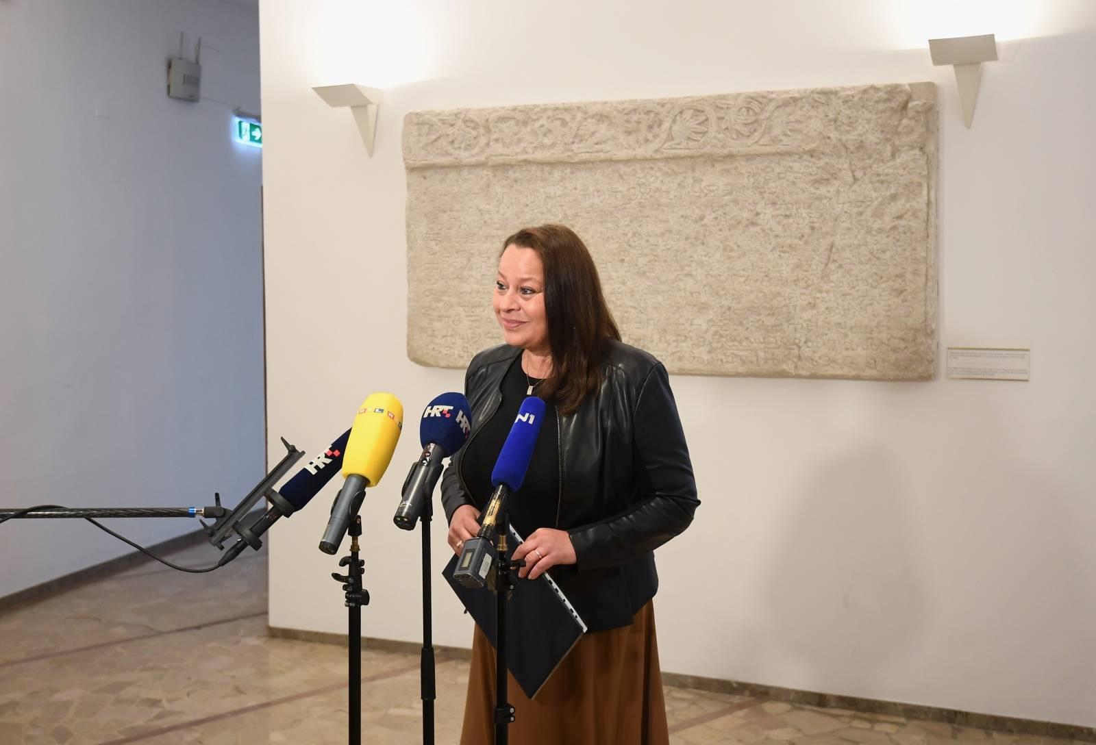 Zagreb: Suzana Krčmar u ime Veljka Kajtazija predala listu za izbore 2020.