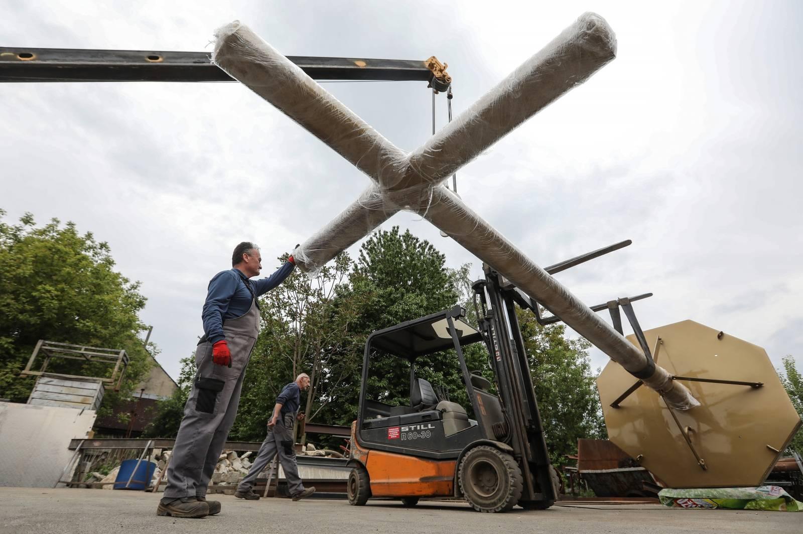Zagreb: U radionici Metal izrađeni križevi za zagrebačku katedralu
