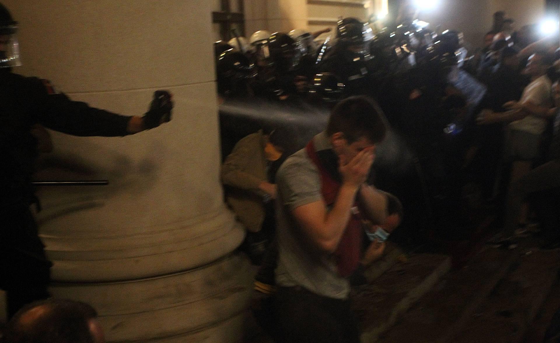 Na prosvjednike u Beogradu bacali suzavac iz 1990., rok mu istekao prije 25 godina