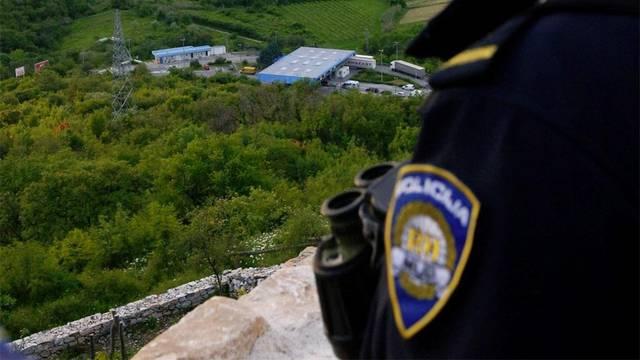 U Istri tragaju za krijumčarem migranata, pokušao je pregaziti policajca koji je morao zapucati