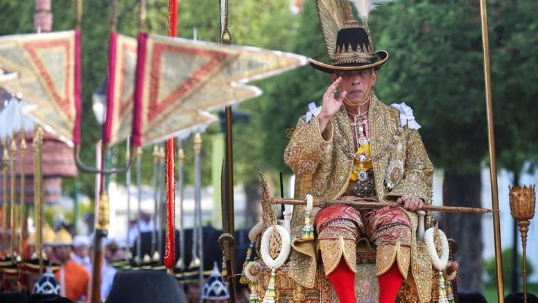 Gradom ga nosi 16 ljudi: Novi kralj Tajlanda slavit će tri dana