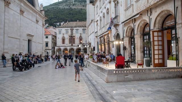 """Dubrovnik: Glumci Kazališta Marina Držića izveli """"Glumci Gradu"""" - hommage velikom Ivu Vojnoviću"""