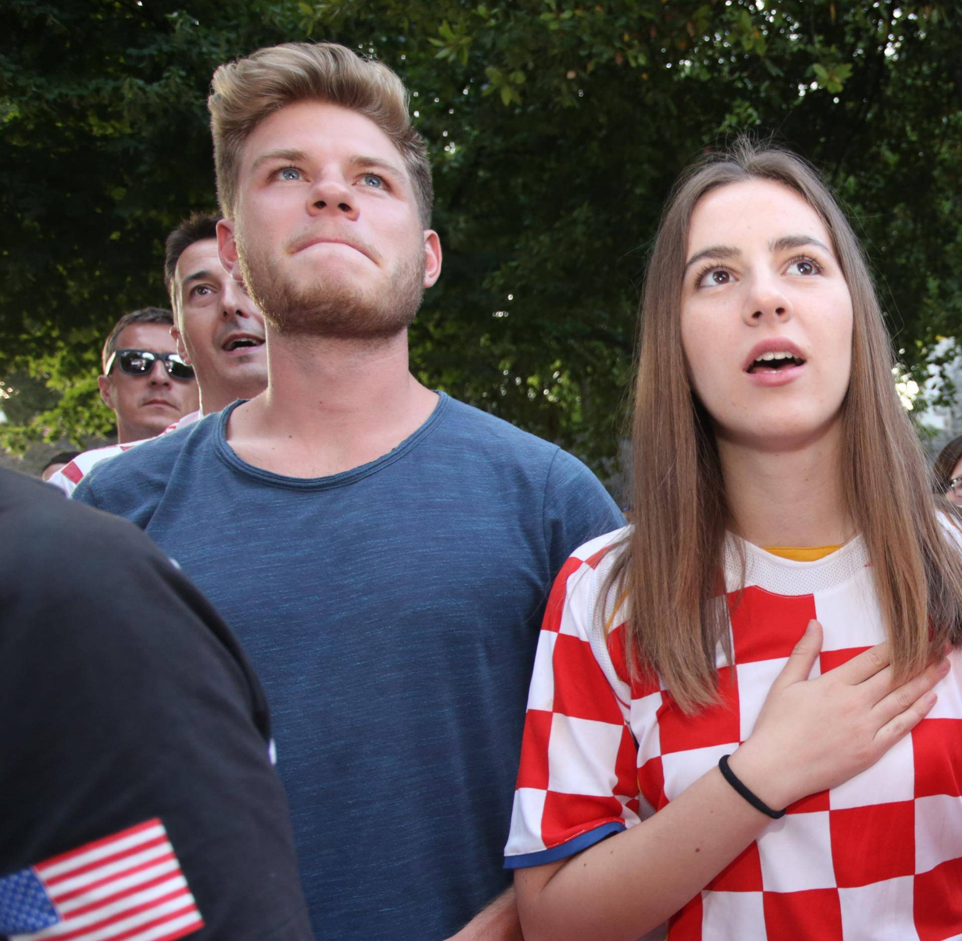 Lijepe navijačice su bodrile naše Vatrene diljem Hrvatske