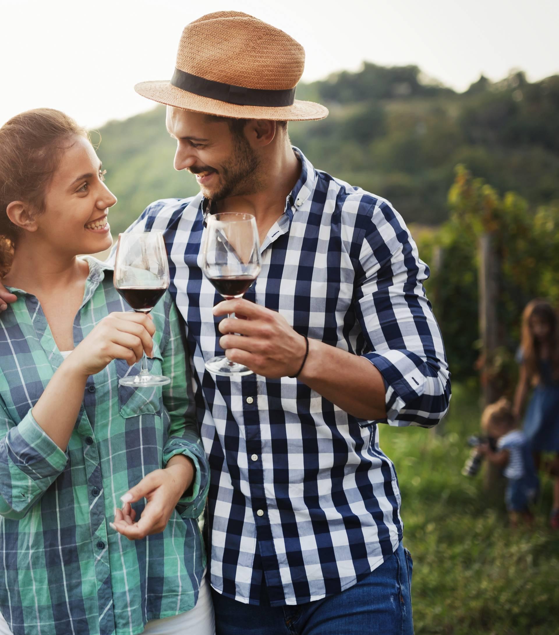 20 super ideja za ljetni spoj - vinarija, noćni piknik, lunapark