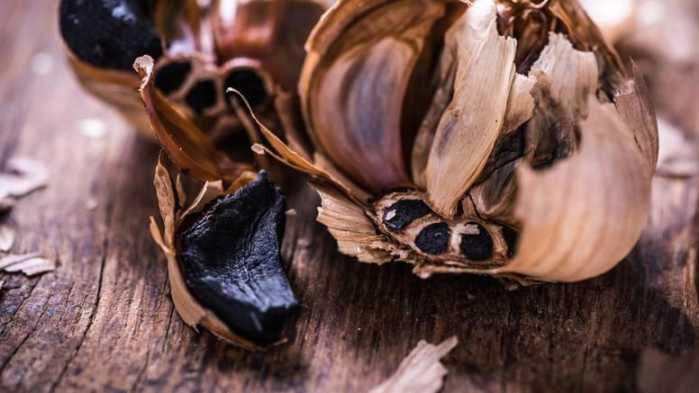Crni češnjak postao je hit zbog nježnog okusa i slabije arome