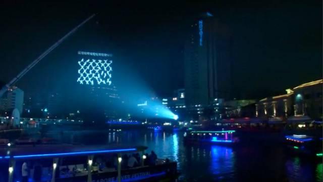 Nezamisliv spektakl na nebu: 'Mreža' ljudi visjela iznad rijeke