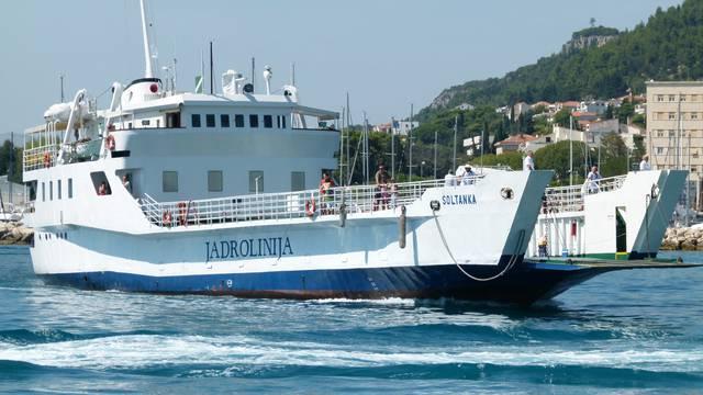 Sudarili se trajekt  i brodica kod Trogira - nije čuo trubu trajekta