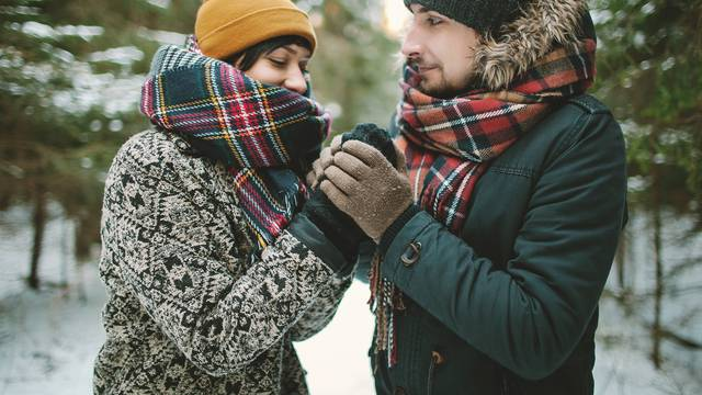 Pravila za prvi spoj: Odjenite omiljeni džemper i opustite se