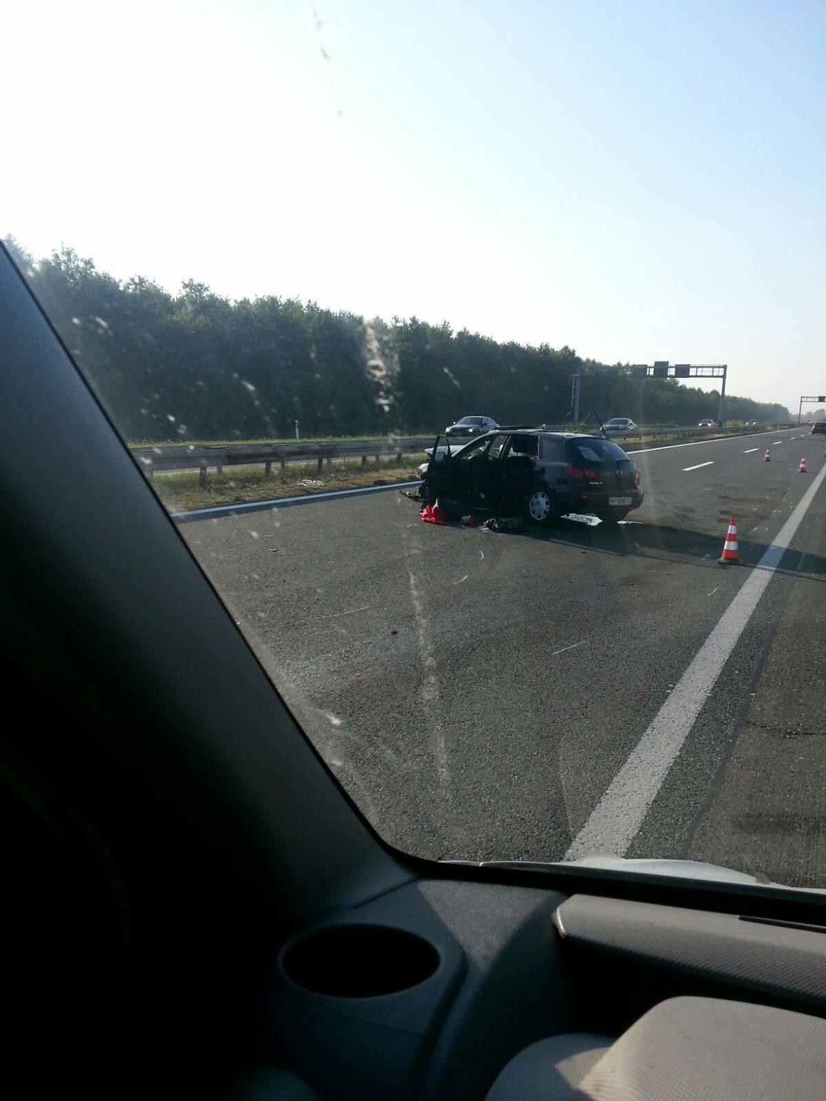 Autom se zabio u kamion kod Popovače, dvoje ljudi ozlijeđeno