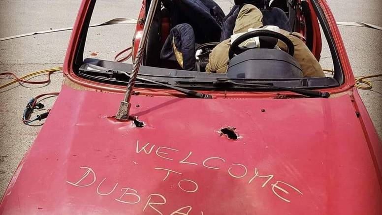 Vatrogasci fotkom uništenog auta zbunili građane: 'Detalj s treninga, dobrodošli u Dubravu'