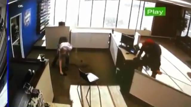 Najgori pljačkaš ikad: Ispao mu pištolj i skoro ostao bez hlača