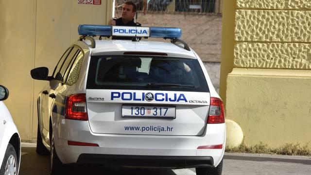 Vlasnici spavali u autu, lopov im probušio gumu i pokrao ih