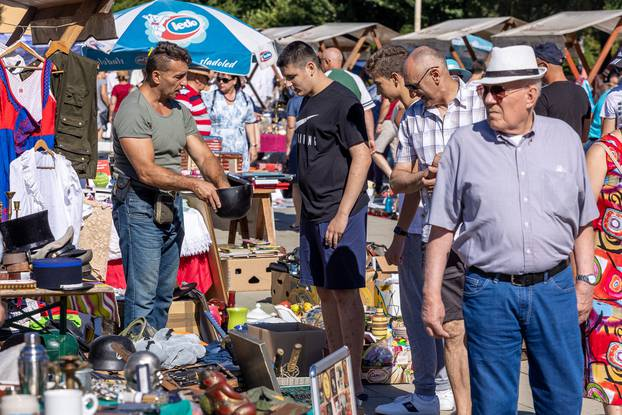 Osijek: Sajam atikviteta svake prve subote u mjesecu održava se na Tvrđi