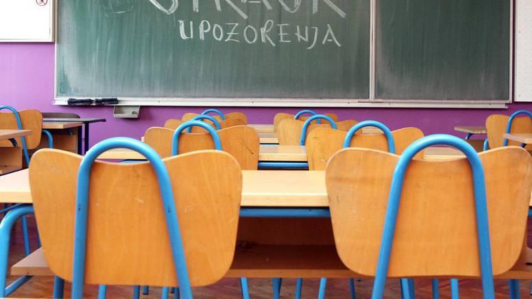 Učenice su prijavile profesora, mjesecima ih pohotno gledao
