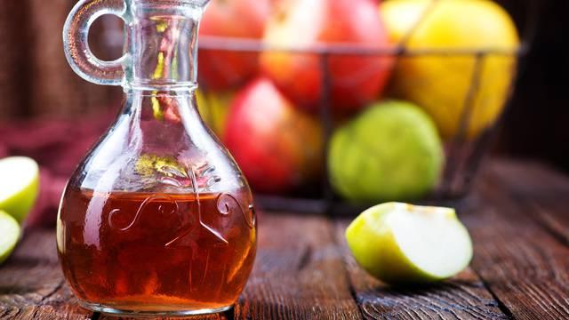 Pijete jabučni ocat, a ne gubite kile? Evo u čemu mnogi griješe