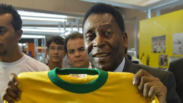 Dres u kojem je Pele igrao s 'Jugom' prodan za 30.000 €!