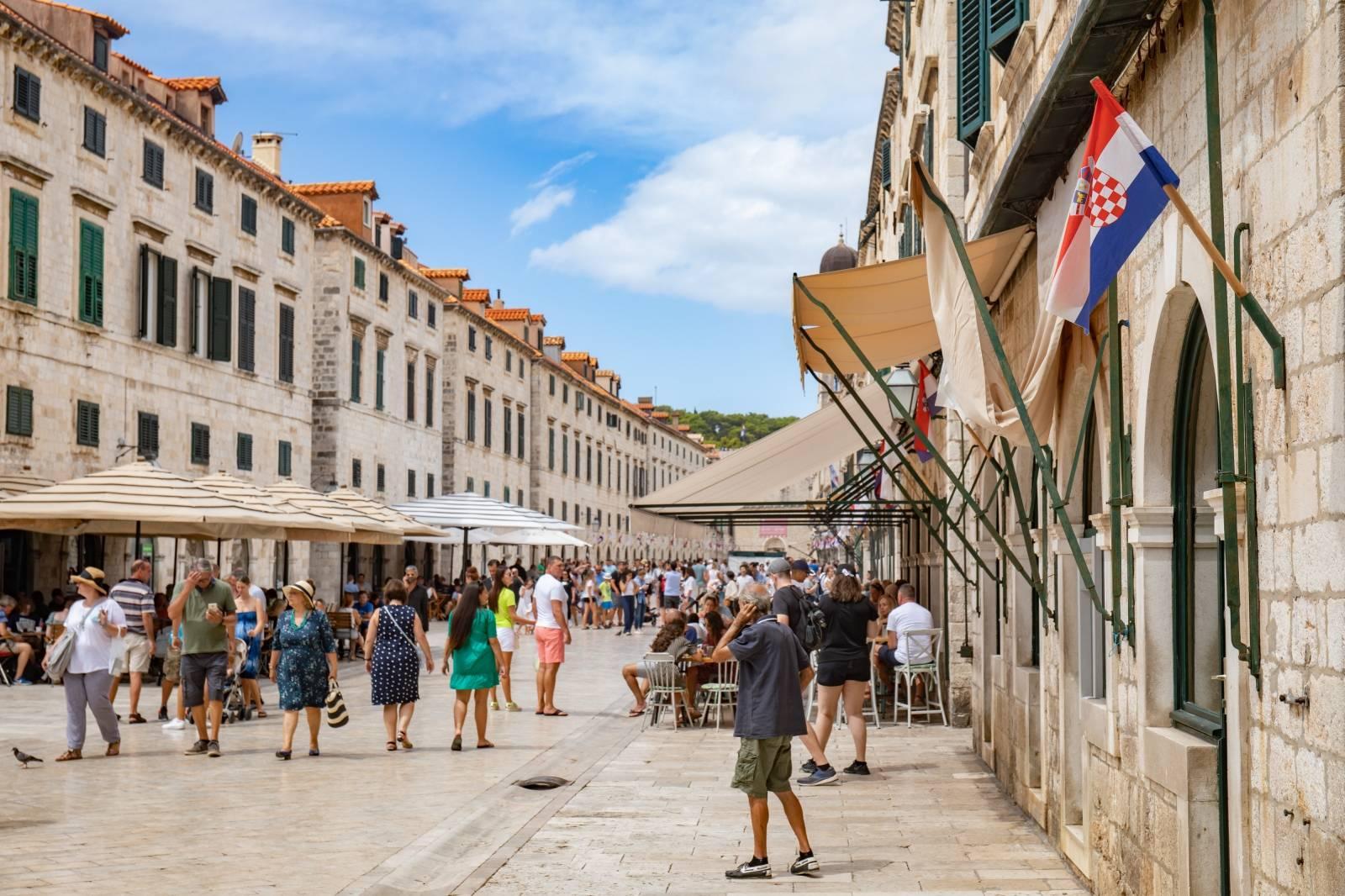 Dubrovnik: Na gradskim ulicama i zidinama izvješene zastave povodom obljetnice Oluje