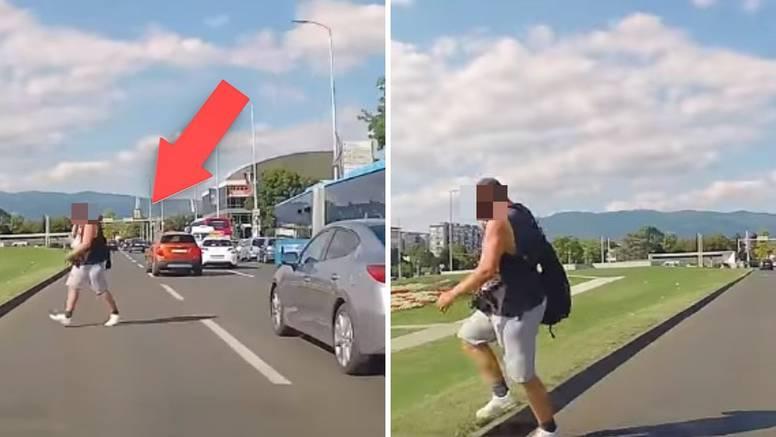 Snimka iz Zagreba: Tri trake, a on lagano s mobitelom na uhu