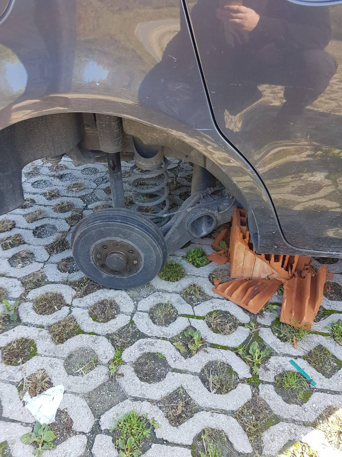 Dok je liječnica radila noćnu, s auta su joj skinuli sve kotače