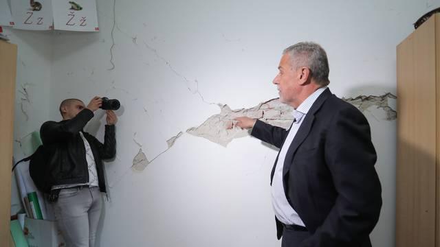 Milan Bandić sa suradnicima obišao Osnovnu školu Bukovac oštećenu nakon potresa