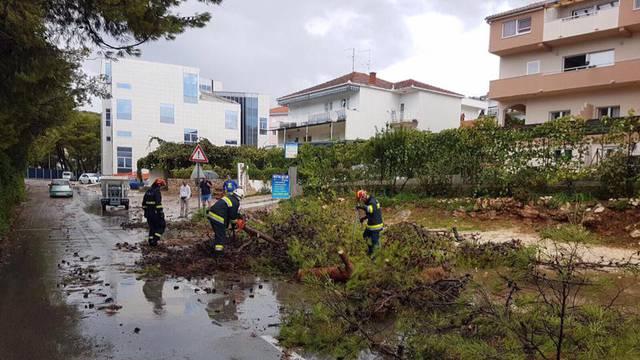 Jaka kiša poplavila Trogir, na Čiovu je pijavica rušila stupove
