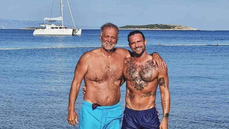Luka pozirao na plaži s ocem Milom, a pratiteljice im pišu: Tata gori, sad vidimo na koga si