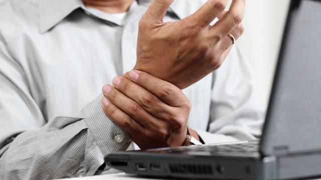 Zašto se tresu ruke? Indikacija bolesti ili posljedica stresa?