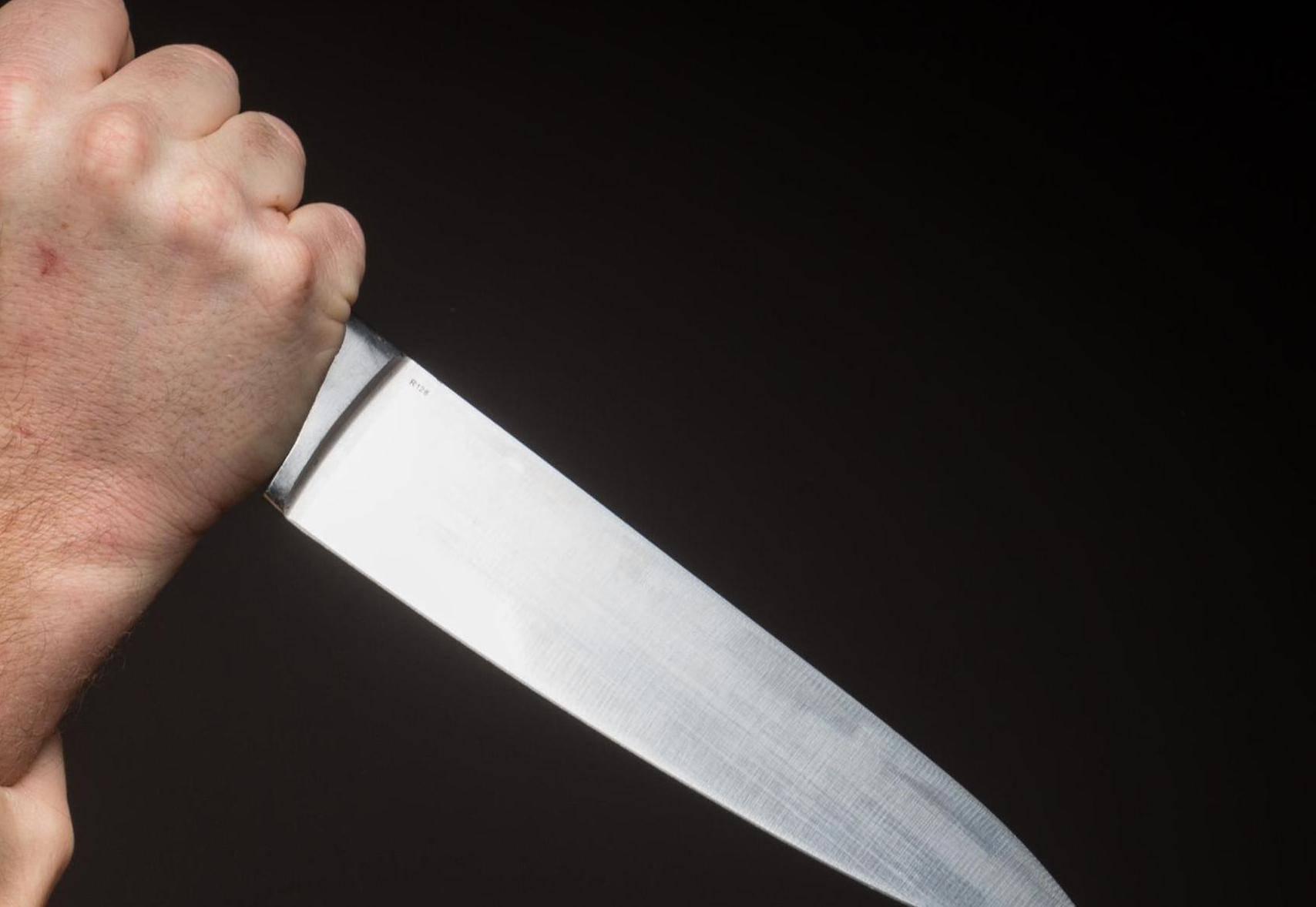 Slao joj prijeteće poruke pa ju ubo nožem u desni kapak