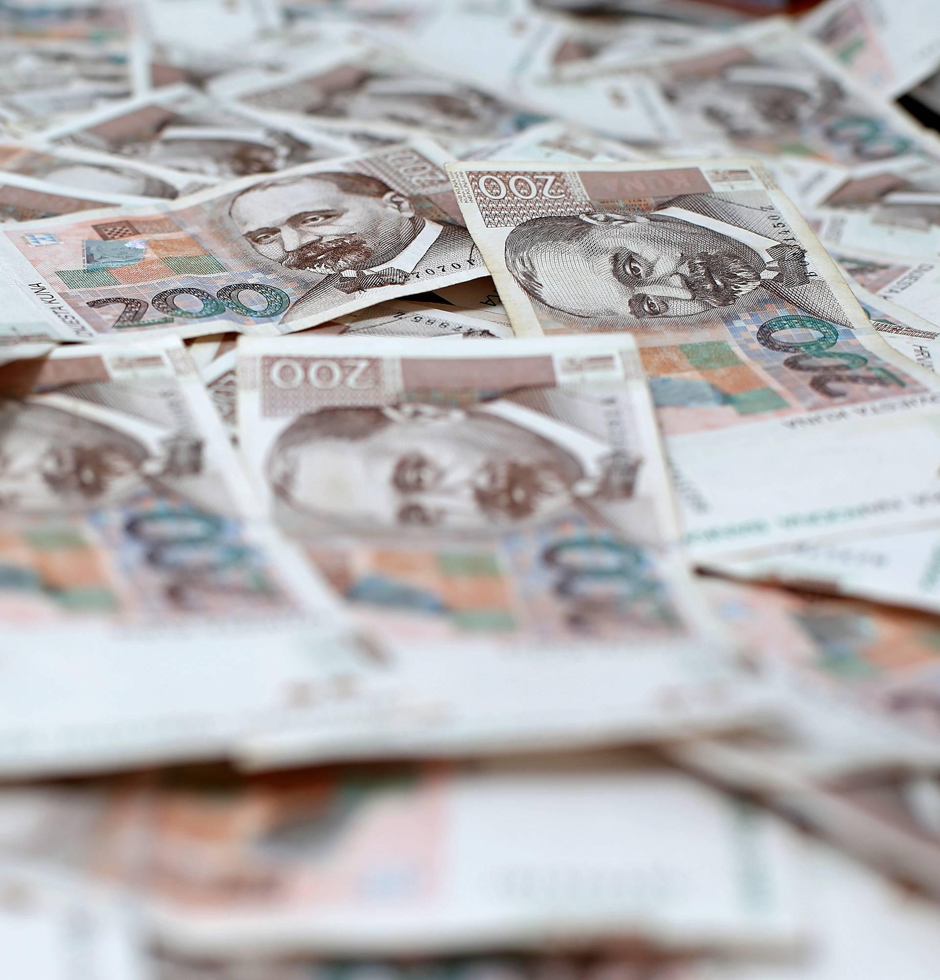 Traži se vlasnik: Pronašli  bunt novčanica kod placa na Jarunu