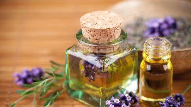 Eterično ulje lavande: Odlično za suhu kosu i rješavanje peruti