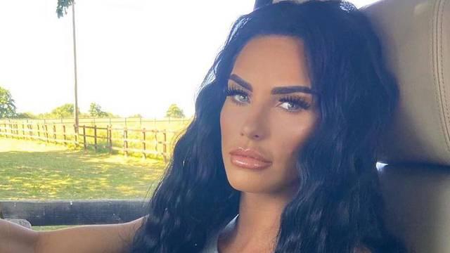 Katie Price otkrila traume zbog kojih ne vjeruje muškarcima: Silovao me, imala sam 7 godina